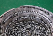 Купить чашечный вибробункер-ориентатор для ориентации и подачи металлических деталей