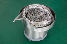 Чашечный вибробункер-ориентатор пластиковых клапанов модель YHD-400 CCW
