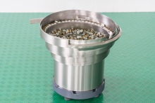 Чашечный вибробункер для ориентации и подачи колпачка
