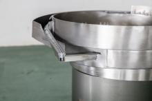 Вибробункер-ориентатор для пластиковых пробок